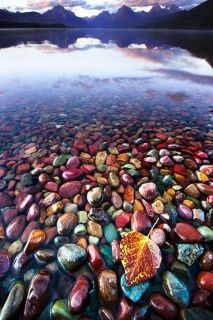 Glass Wall Art Colored stones in the water, Glowing in the dark, 60 x 90 cm