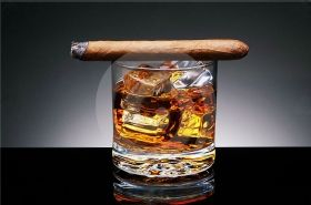 Glass Wall Art Whiskey and cigar, Glowing in the dark, 60 x 90 cm